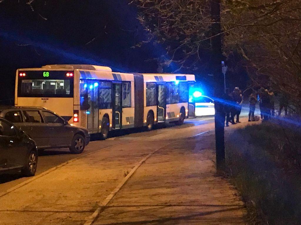Minute groze na ugrabljenem avtobusu