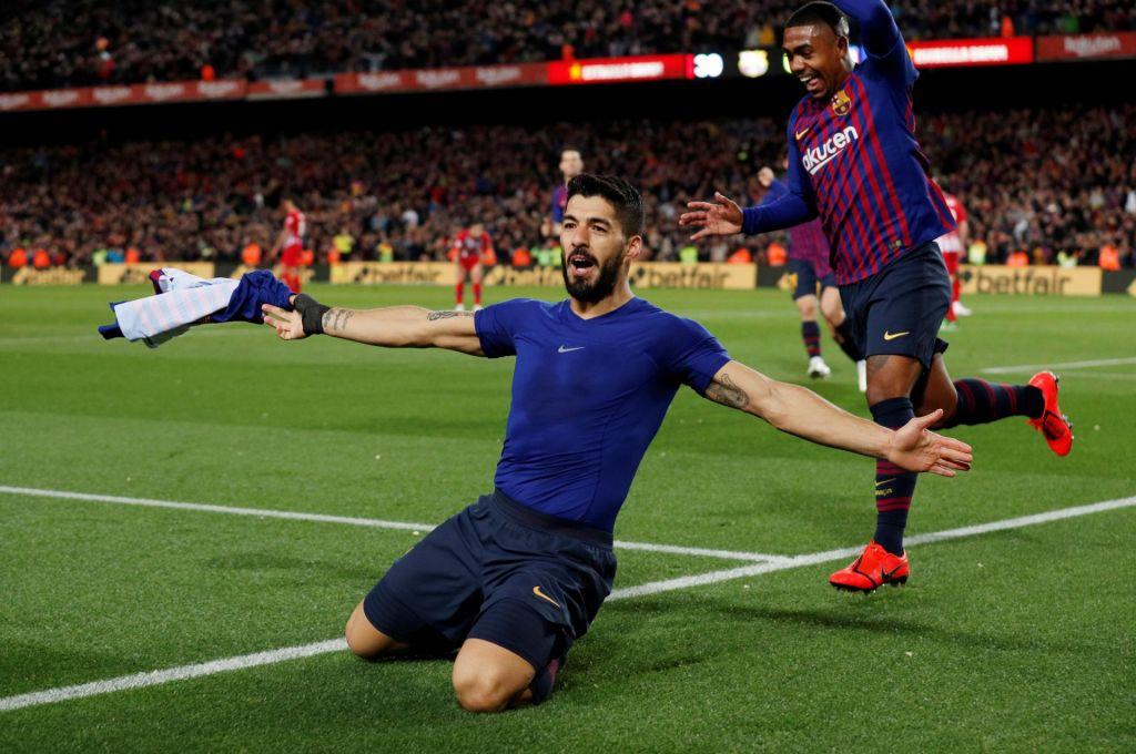FOTO:Oblak nanizal osem obramb, toda podpisal vdajo Suarezu in Messiju