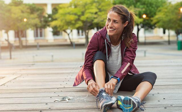 Do mladostnega videza si pomagamo tudi rednim gibanjem in zdravo prehrano. FOTO: Getty Images/istockphoto