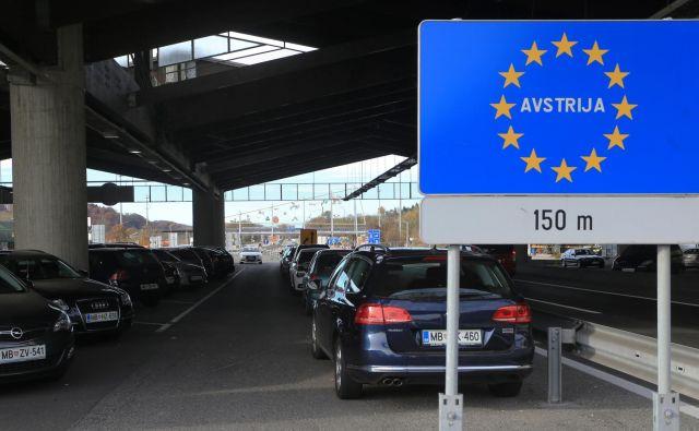 Slovenija že dlje časa nasprotuje, da bi Avstrija še naprej izvajala nadzor na avstrijsko-slovenski meji, ker da dobro varuje zunanjo schengensko mejo. FOTO: Tadej Regent/Delo