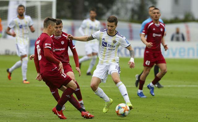 Luki Zahoviću je proti Triglavu manjkal le gol, da bi nagradil svojo igro. FOTO: Jože Suhadolnik/Delo