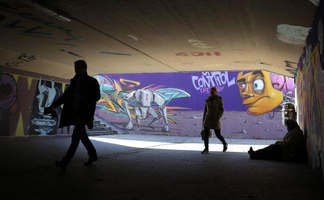 Podhod pri Kinu Šiška je prostor, ki je uradno predviden za grafitiranje. FOTO Tomi Lombar/Delo