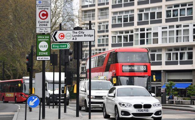 V Londonu želijo z novo dajatvijo za avtomobile z veliko izpusti izboljšati kakovost zraka. FOTO: AFP