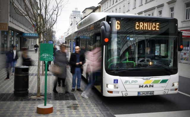 S 1. aprilom se je podražil tudi prevoz z ljubljanskim potniškim prometom. Foto Blaž� Samec/delo