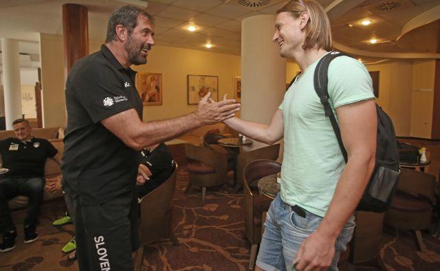 Selektor Veselin Vujović je v Zrečah pozdravil člana Barcelone Jureta Dolenca. FOTO: Tadej Regent