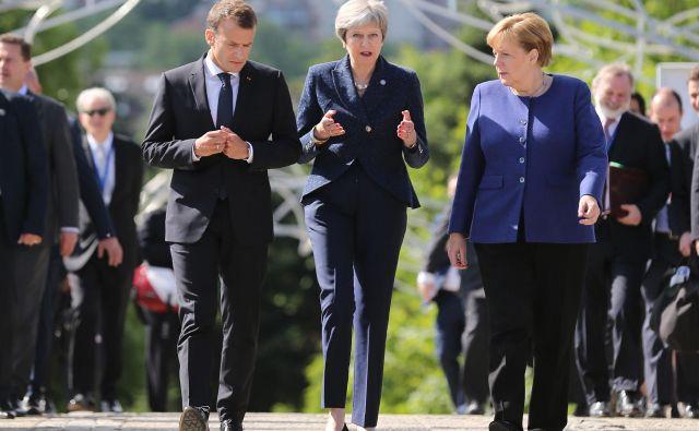 Emmanuel Macron, Theresa May in Angela Merkel se vsak po svoje zavedajo posledic, ki bi jih prinesla ponovna preložitev brexita. FOTO: Reuters