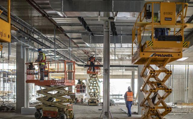 Za gradnjo največjega nakupovalnega središča pri nas uporabljajo najsodobnejšo tehnologijo. Foto Voranc Vogel