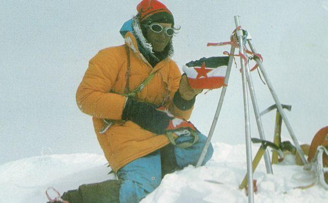 13. maj 1979: Nejc Zaplotnik na vrhu sveta. FOTO: Andrej Štremfelj