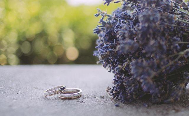 Poroka sredi narave je nekaj najlepšega, še zlasti če pri tem sodeluje tudi vreme. FOTO: Mankica Kranjec in David Lotrič/ohcet.si