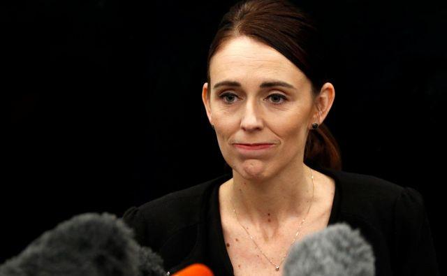 »Tu smo zaradi 50 ljudi, ki nimajo več glasu,« je včeraj v novozelandskem parlamentu izjavila premierka Jacinda Ardern. FOTO: Edgar Su/Reuters