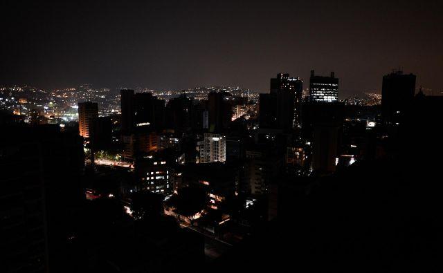 Caracas in velik del Venezuele sta znova v temi. FOTO: AFP