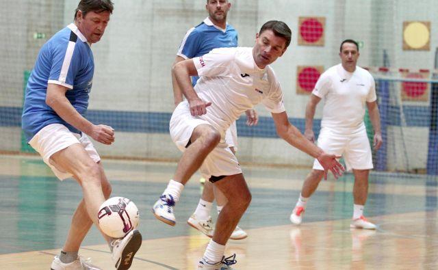 Sašo Udovič uživa v malem nogometu, a se zaveda, da mora pri rekreativni obliki igranja glava voditi telo. Sicer hitro pride poškodba. FOTO: Dejan Javornik/Delo