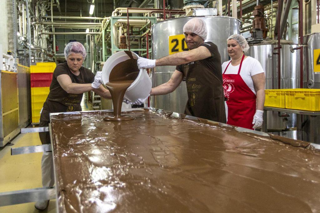 FOTO:Gorenjkina čokolada velikanka letos težka že 97 kilogramov