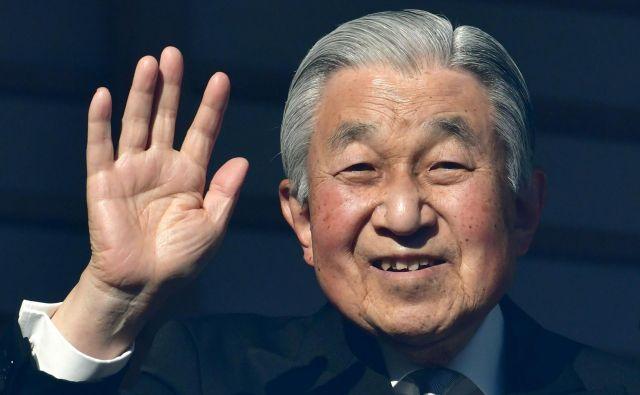 Avtor članka o genetiki, ki je izšel pri eni najvplivnejših (in najzahtevnejših) znanstvenih revij na svetu, ni bil nihče drug kot njegovo veličanstvo japonski cesar Akihito, ki bo konec tega meseca abdiciral v korist sina prvorojenca. FOTO: Kazuhiro Nogi/AFP