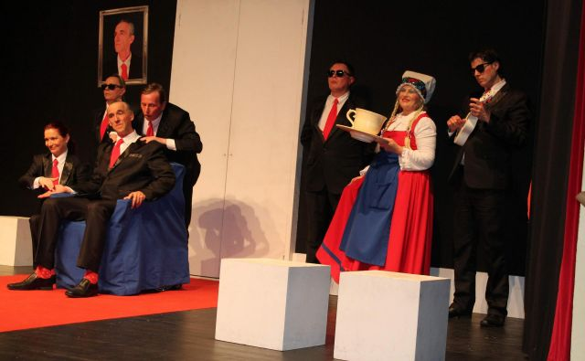 Predstava Norci v izvedbi Koroškega deželnega teatra. FOTO: arhiv KDT