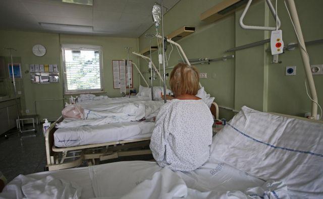Okrožno sodišče je pritrdilo pacientki, da postopanje zdravstvenega osebja ni bilo skladno s pravili stroke, a je višje sodišče sodbo razveljavilo. Fotografija je simbolična Foto: Tadej Regent