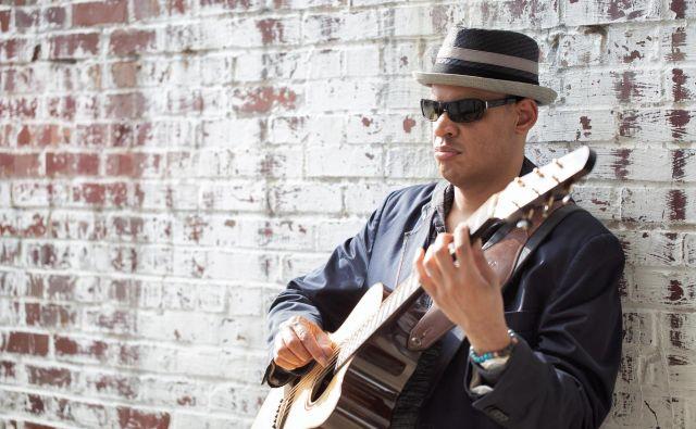 Raul Midón je svojevrsten glasbenik.<br /> FOTO: Blair Allen<br />