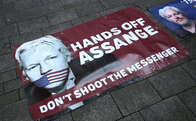 Pri WikiLeaksu poudarjajo, da je bil odvzem azila žvižgaču nezakonit in da gre pri tem za kršitev mednarodnega prava. FOTO: Reuters