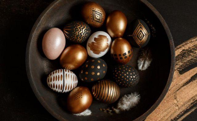 Ta velikonočni simbol vzbuja v nas tudi nekakšno posebno ustvarjalnost, tako da si želimo po njem risati in ga spreminjati v jajce kaosa ali uganko večnega rojevanja. FOTO: Shutterstock