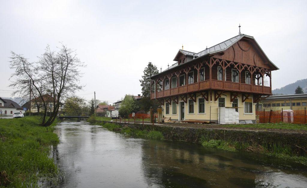 Musar bo za obnovo ruske dače odštel pol milijona