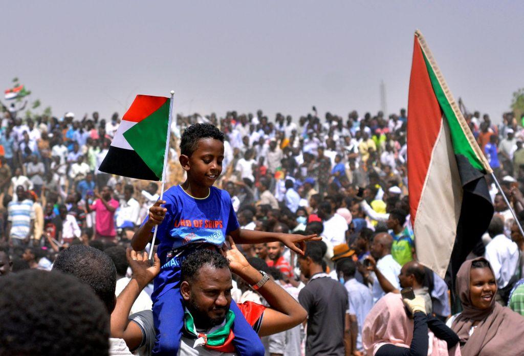 FOTO:Sudanska vojska potrdila odstavitev Omarja al Bašira