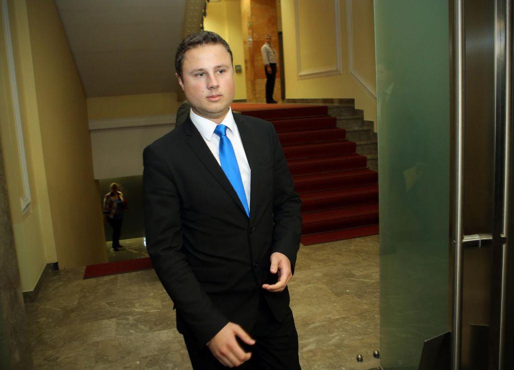 FOTO:Poslanec SDS Žan Mahnič je rekel »hop«, skočil pa ni