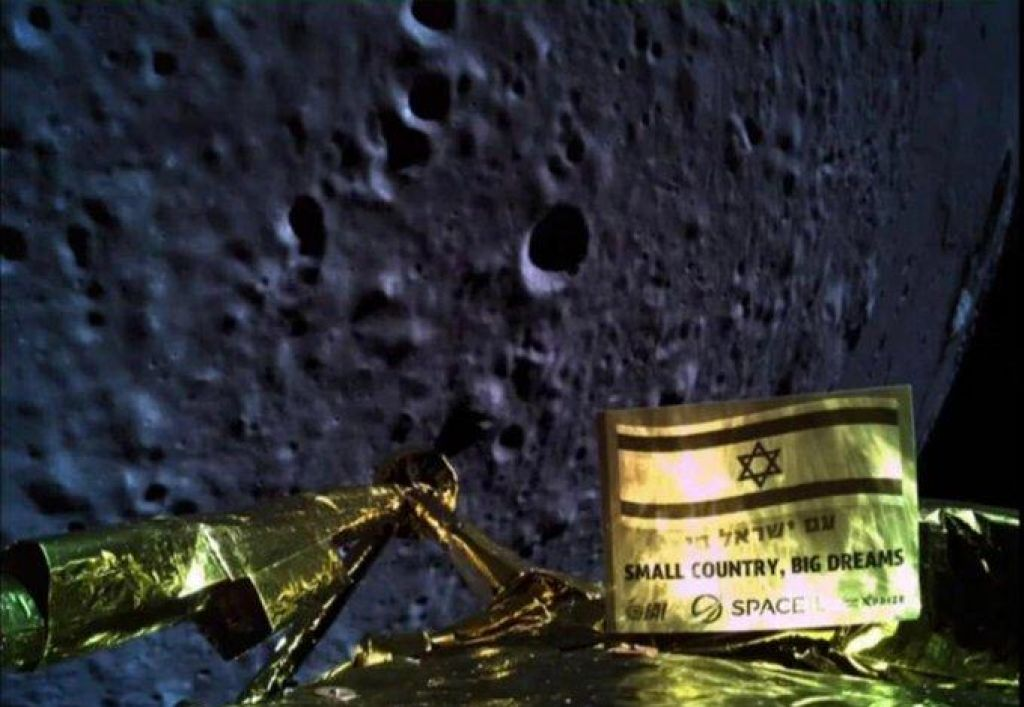 Pristanek prvega zasebnega plovila na Luni neuspešen