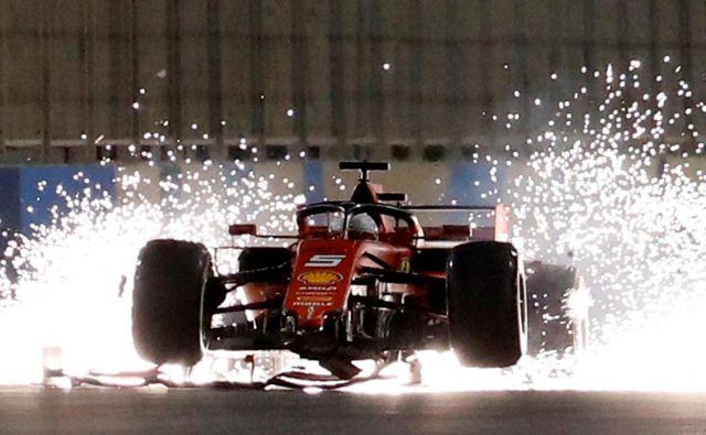 V formuli 1 ne manjka spektakularnih prizorov, s kakršnim je med prejšnjo dirko v Bahrajnu postregel Ferrarijev zvezdnik Sebastian Vettel. FOTO: Reuters