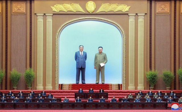 V dvorani Mansudae v Pjongjangu poteka prvo letošnje zasedanje vrhovne ljudske skupščine Demokratične ljudske republike Koreje. Foto Kcna Via Kns Afp