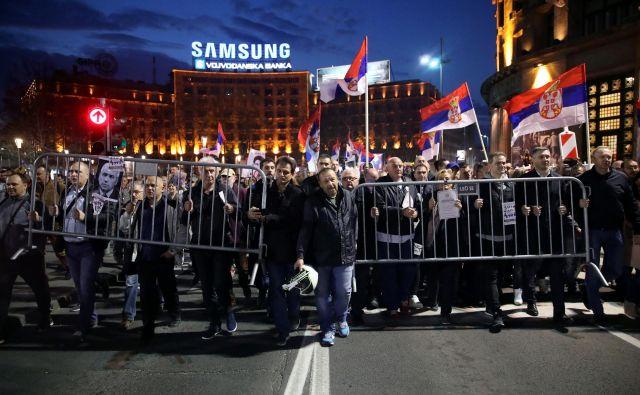 Protestniki iz vse Srbije potujejo danes potovali na protest v Beograd. Fotografija je s protesta prejšnjo soboto. Foto Marko Djurica/Reuters