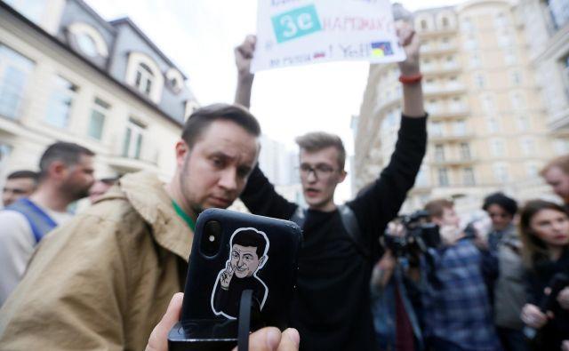 Kljub glasnim Porošenkovim privržencem je zagon na strani podpornikov opozicijskega kandidata. FOTO: REUTERS