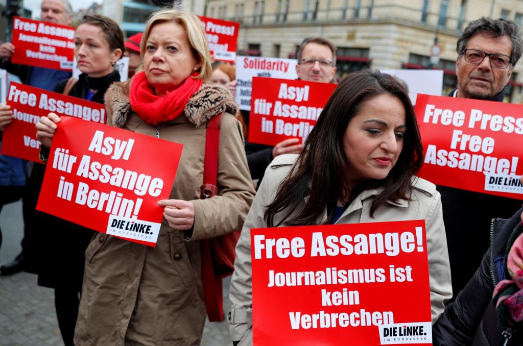 »Aretacija žvižgačem in novinarjem sporoča, da niso varni«