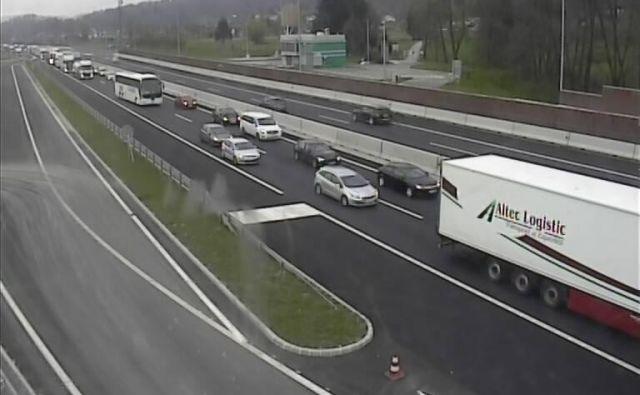 Posnetek kamere na primorski avtocesti na Logu pri Brezovici. FOTO: Promet.si
