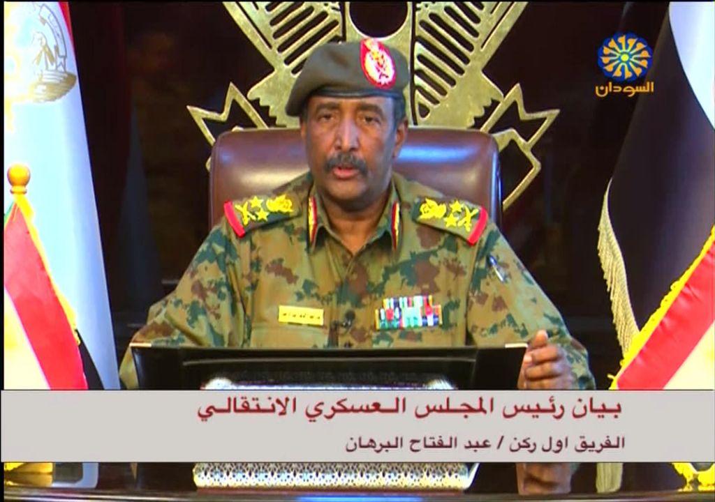 General Avad Ibn Auf po državnem udaru odstopil z oblasti
