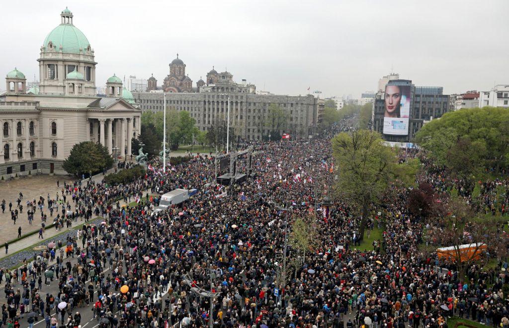 FOTO:Protest v Beogradu se je v miru končal, ljudje so se razšli