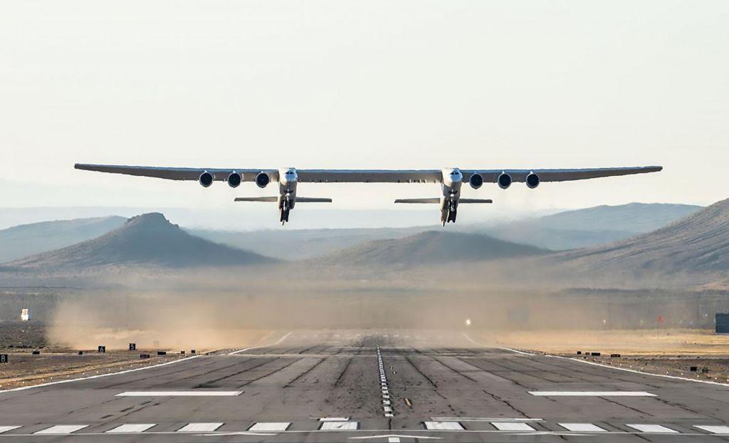 FOTO:Največje letalo na svetu prvič poletelo