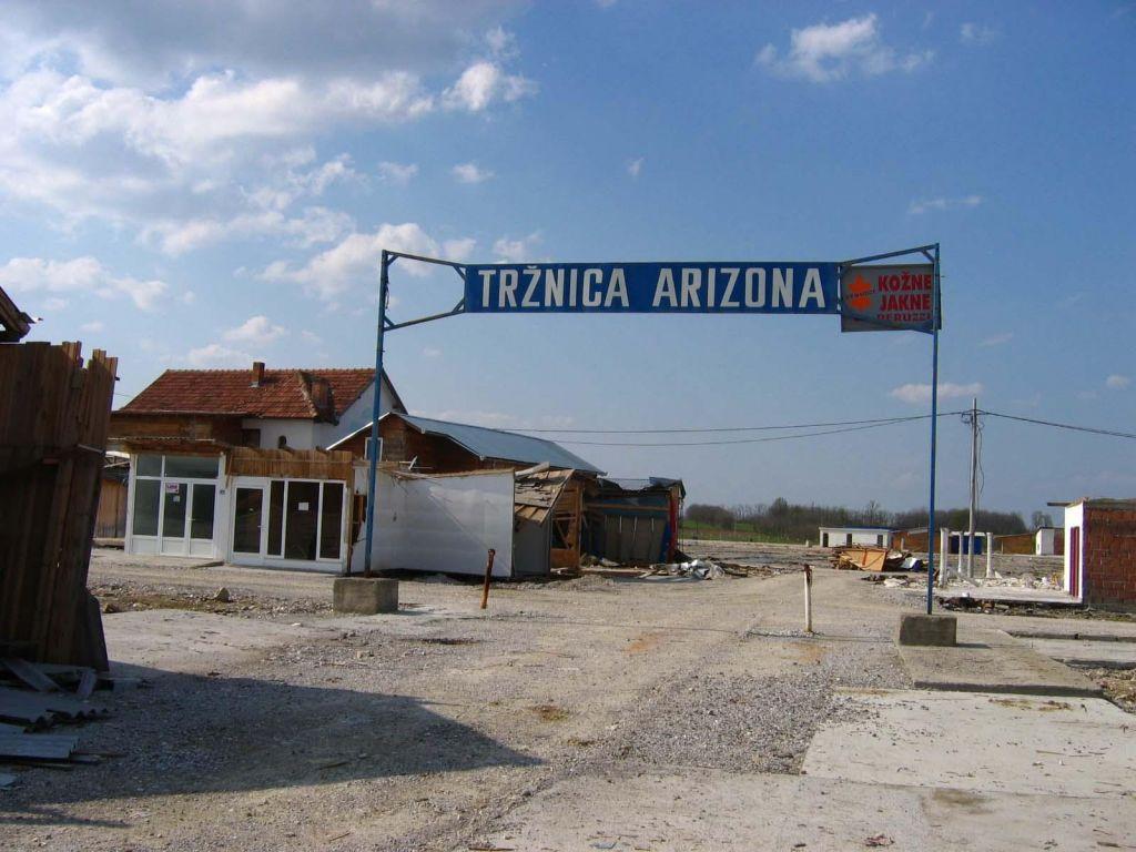 Požar povsem uničil znano tržnico Arizona (VIDEO)