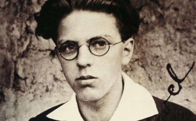 Srečko Kosovel (1904–1926) je o sebi pisal kot o zvezdnem utrinku, ki ga bodo šli ljudje iskat in ga ne bodo našli. Fotodokumentacija Dela
