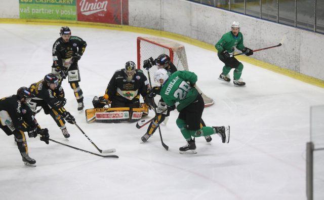 Hokejisti Olimpije so drugič zapored doma ostali praznih rok. FOTO: Voranc Vogel/Delo