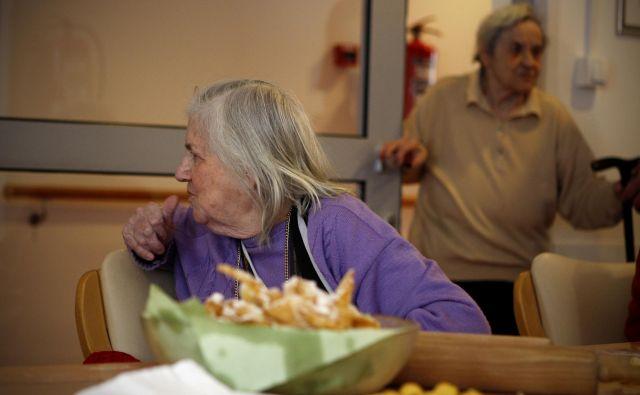 V društvu Spominčica nadaljujejo ustvarjanje okolij s posluhom za dementne. Foto Uros Hocevar