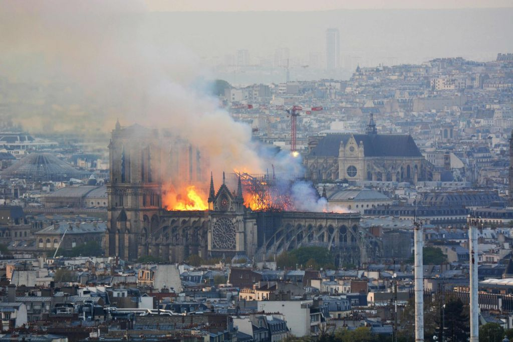 FOTO:Poznavalcem evropske arhitekture in kulture ob posnetkih požara poka srce