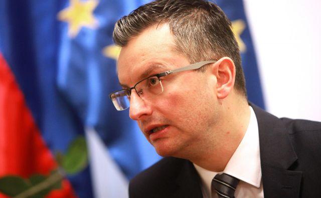 Premier Šarec se je brez dlake na jeziku obregnil ob predsednika evropske komisije Junckerja. Bil naj bi politično pristranski in popustljiv do Hrvaške. FOTO:Srdjan Živulović/Reuters