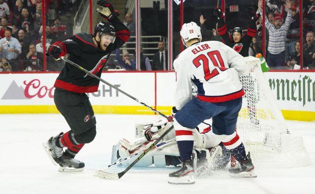 Hokejisti Washingtona so bili tokrat nemočni proti Carolini. FOTO: Reuters