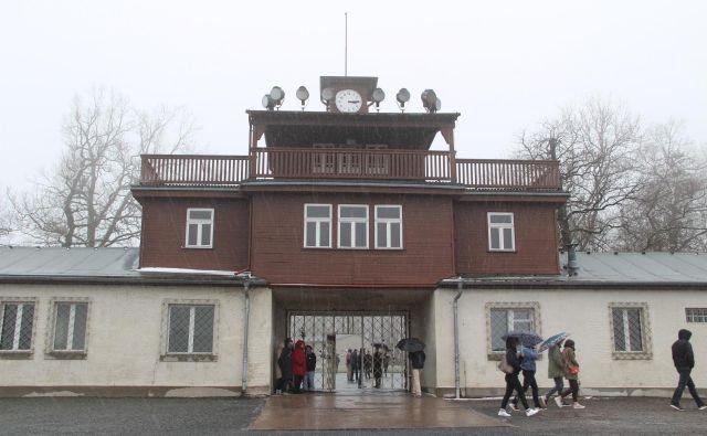Ura v koncentracijskem taborišču Buchenwald je ustavljena na 15.15, ko so se taboriščniki osvobodili. Foto Simona Fajfar