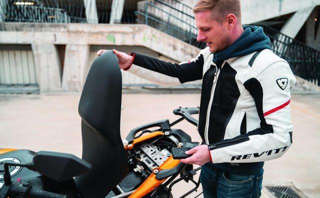 Vigobox nam omogoča, da kadarkoli preverimo, kaj se dogaja z našim motociklom. Foto Luka Pašič