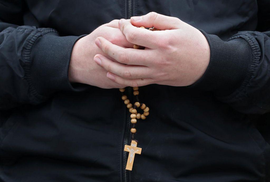 »Neustrašni duhovnik« rešil relikviji iz goreče katedrale