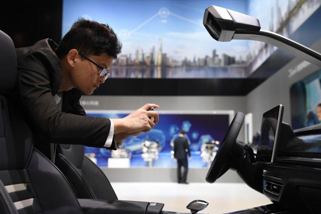 FOTO:Kitajska, avtomobilski igralec velikih kontrastov