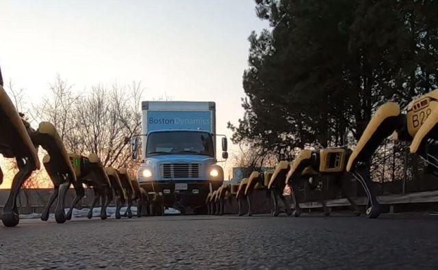 Roboti vlečejo tovornjak. Foto Boston Dynamics