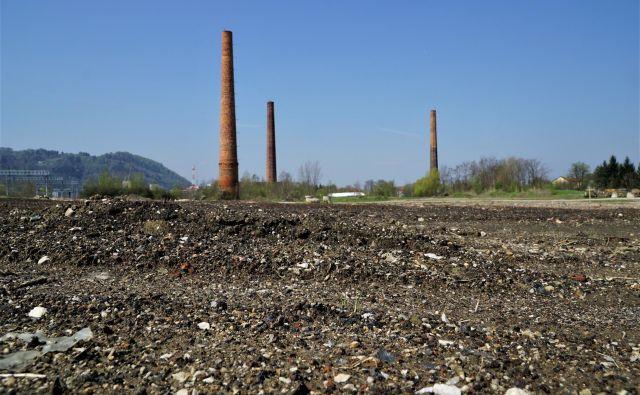 Največje onesnaženo opuščeno industrijsko območje v Sloveniji na robu urbanega naselja – Stara cinkarna v celjskih Gaberjih. FOTO: Brane Piano