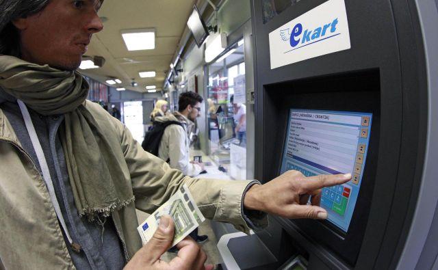 Zapleteno obračunavanje potnih stroškov uslužbence pogosto postavlja v neenak položaj. FOTO: Leon Vidic/Delo